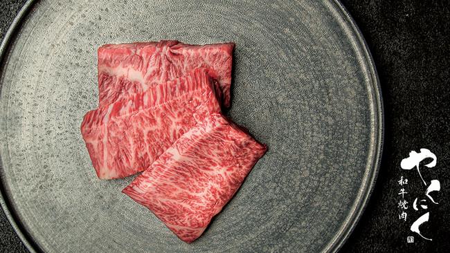 日本一を受賞した鹿児島産黒毛和牛を堪能できる「和⽜焼⾁ やくにく」が新宿駅東口に4月14日(水)オープン!
